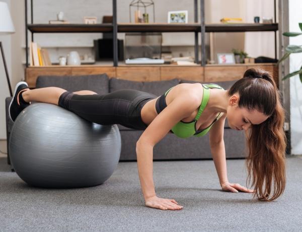 16 Pilates gyakorlat labdával, otthon!