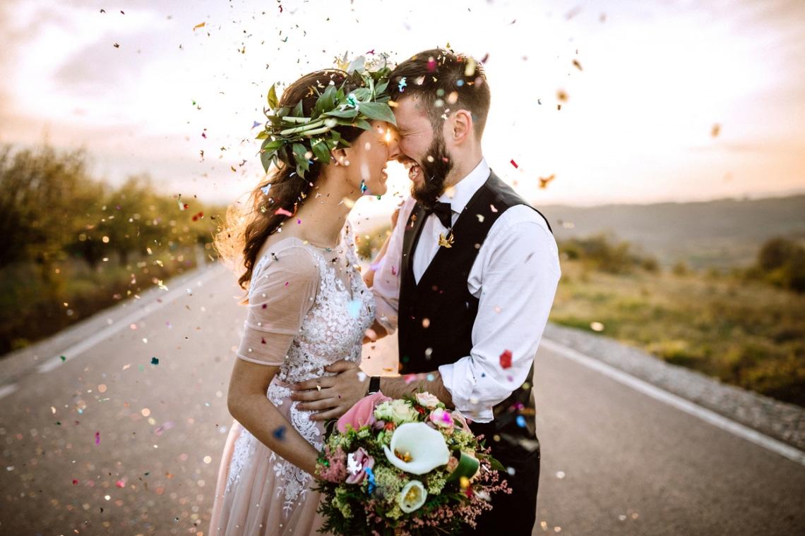 A menyasszonyi cipőben pénz? 10 meglepő esküvői szokás a világban