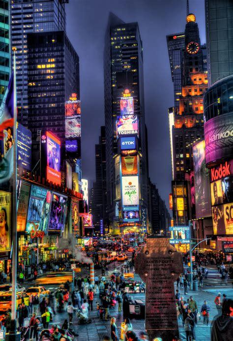 Üres épület a Times Square-n