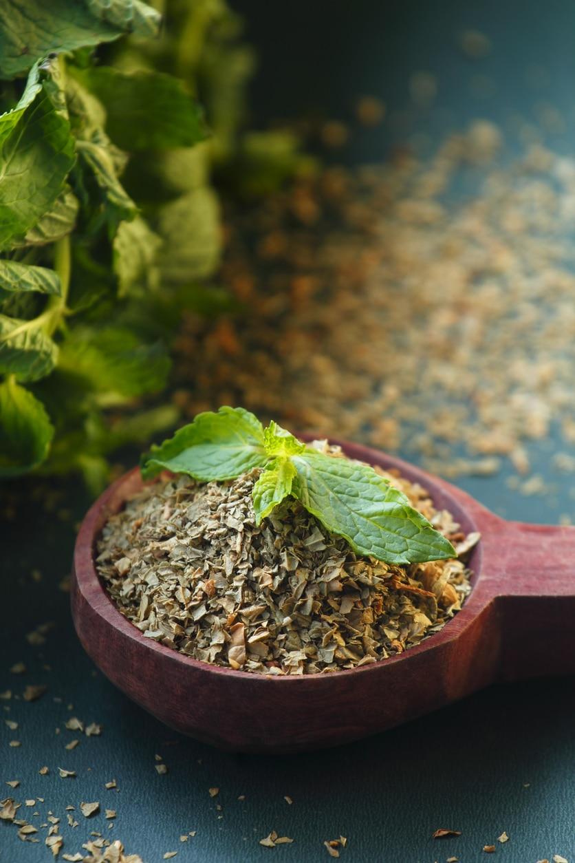 Régi szőnyegre tealevelet