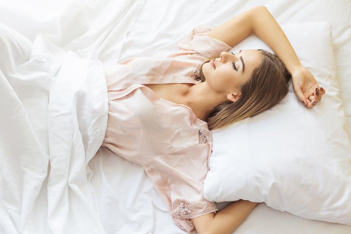 Mérhetően jobban alszol a kánikulában, ha a következőket csinálod