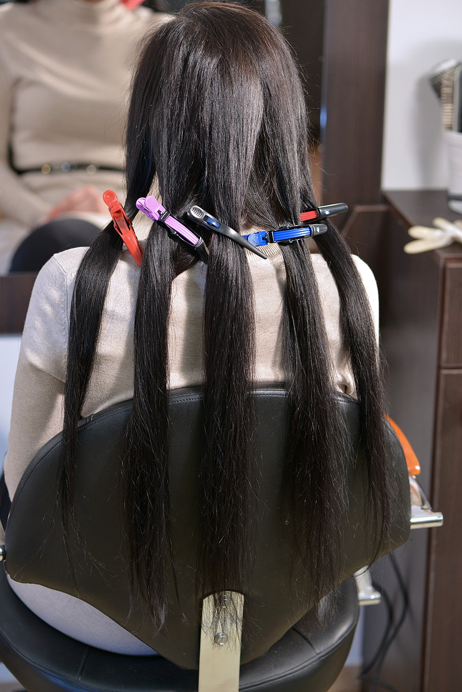Éljen a göndör haj! Így készíthetsz magadnak bájos loknikat