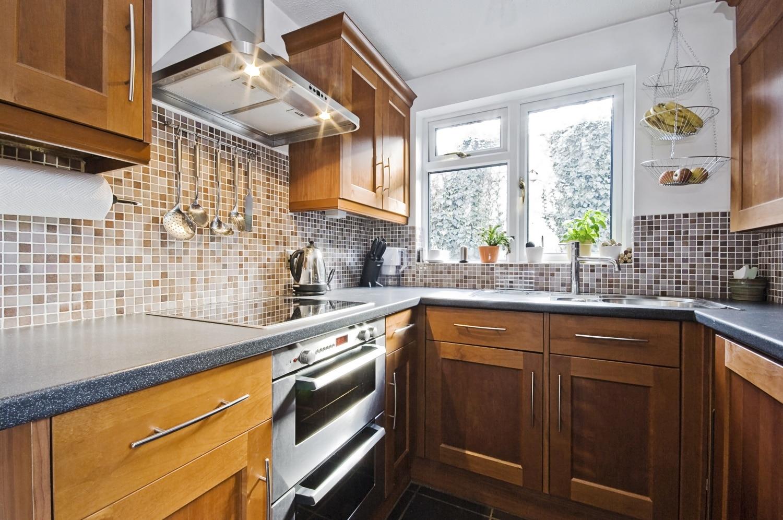 Így cseréld le a csempét a konyhában saját magad – Könnyebb, mint gondolnád!