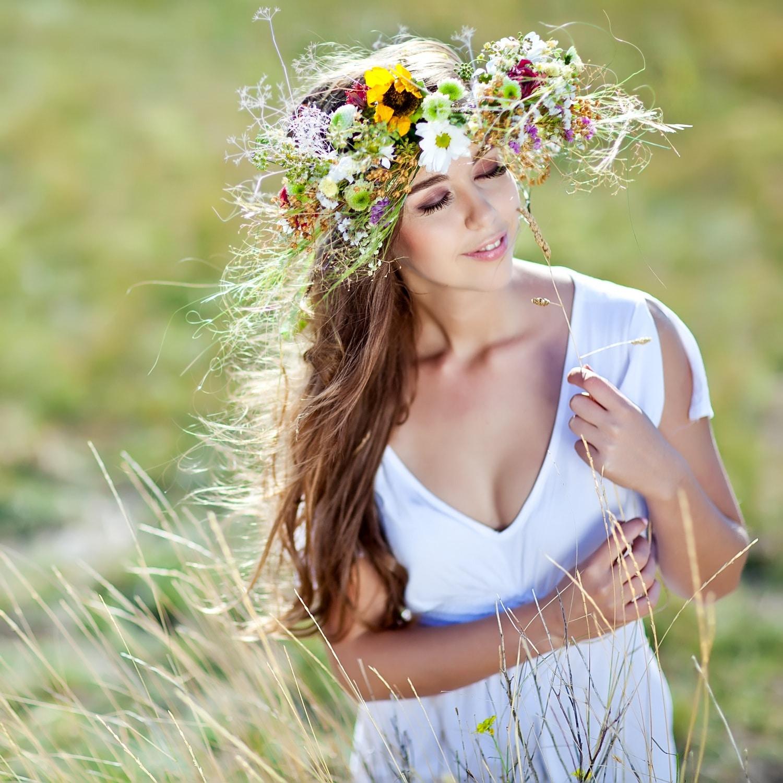 Így dobd fel a frizurád élő virággal! Akár öt perc alatt meg tudod csinálni