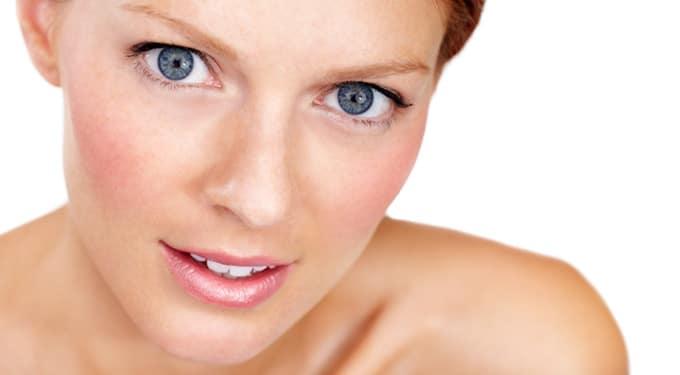 Így emeld ki a szépséged láthatatlan minimál sminkkel