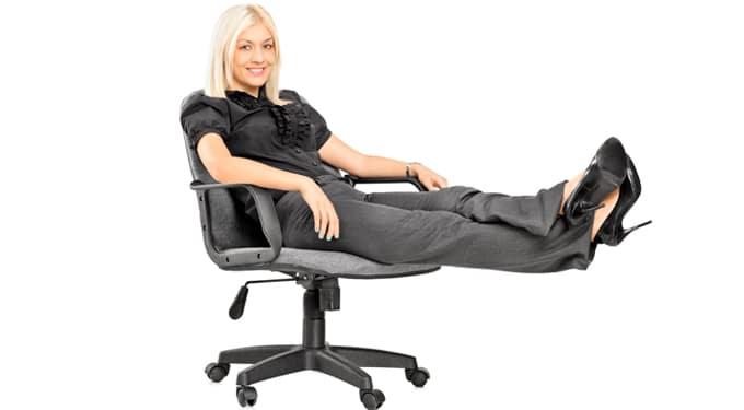 Így erősítheted ülve a lábizmaidat
