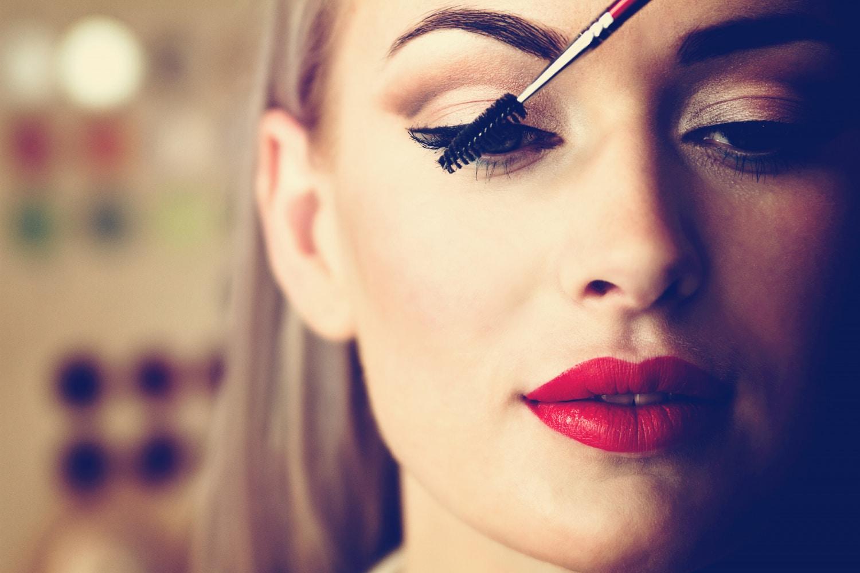 Így festheted ki a szempilládat, mint egy profi