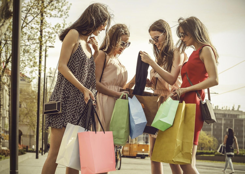 Így juthatsz hozzá nagyon olcsón minőségi, márkás ruhadarabokhoz