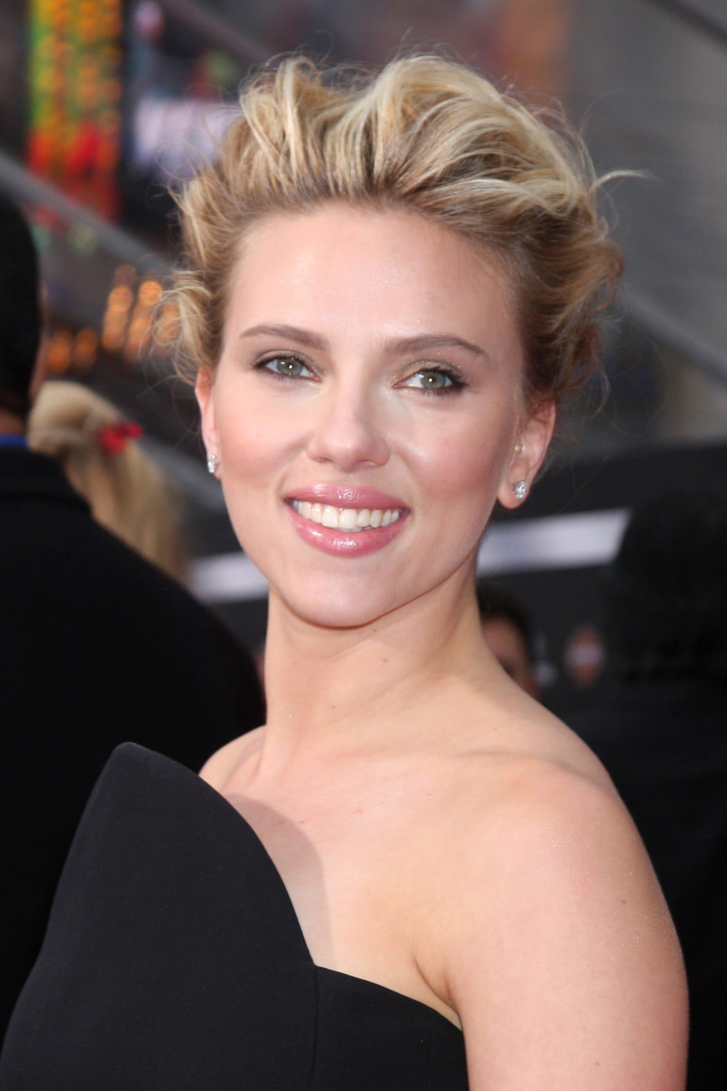 Így készítsd el! Scarlett Johansson szexi sminkje lépésről lépésre