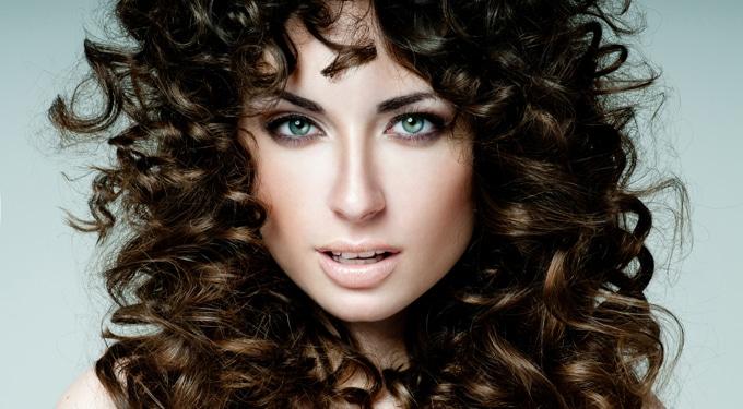Így lehet csodásan loknis a hajad