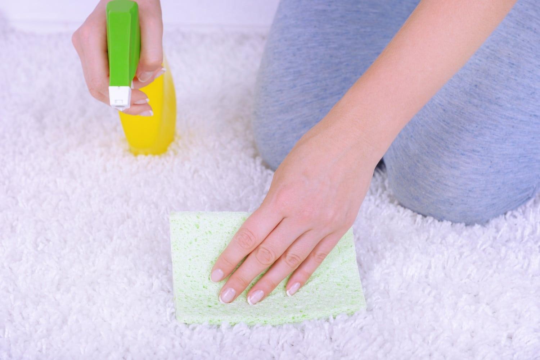A módszer, amivel felújíthatod a szőnyegedet. Eltűnnek a foltok is!