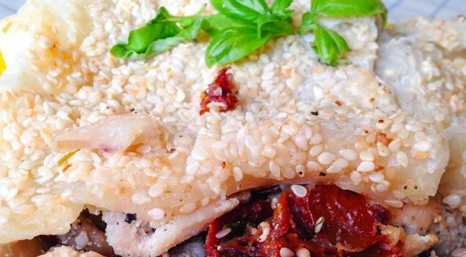 Ünnepre vagy hétköznapra! Leveles tésztában sült csirkemell aszalt paradicsommal