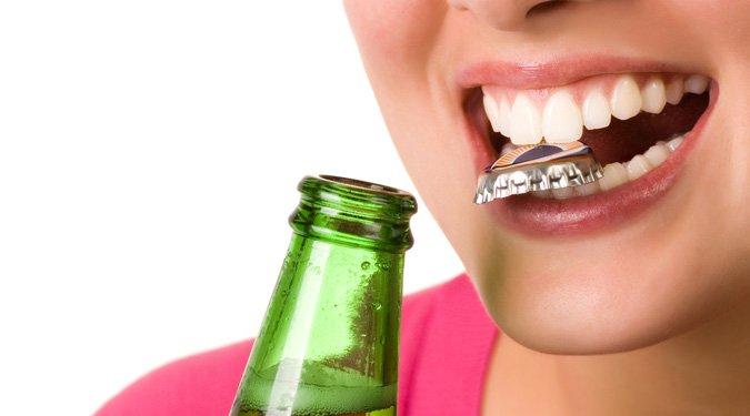 10 rossz szokás, ami árt a fogaidnak