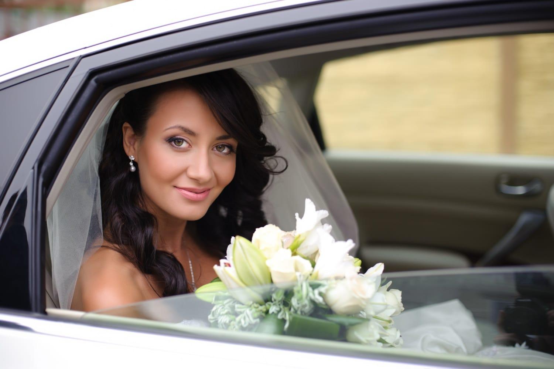 4 apróság, ami nem hiányozhat a menyasszonyi autóból