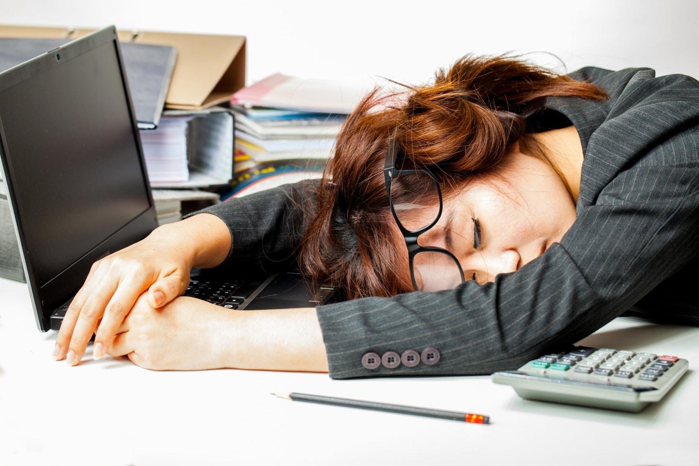 5 figyelmeztető jel, hogy túl sokat dolgozol