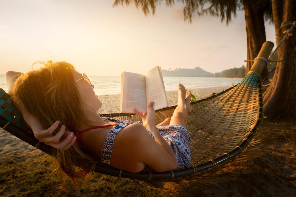 5 tökéletes nyári olvasmány, amit be kell szerezned a vízpartra