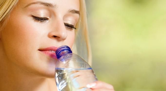 7 csoda, amit a víz művel a testeddel