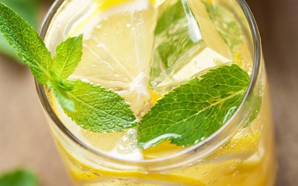 7 frissítő gyümölcsös ital a legforróbb napokra