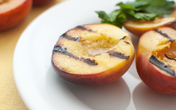 7 gyümölcs, amit meg kell kóstolnod grillezve