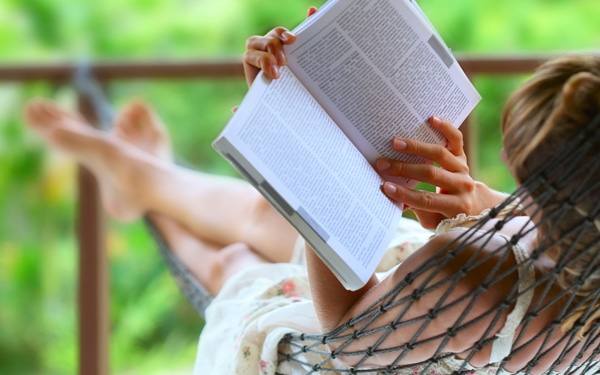 7 szórakoztató olvasnivaló nyárra