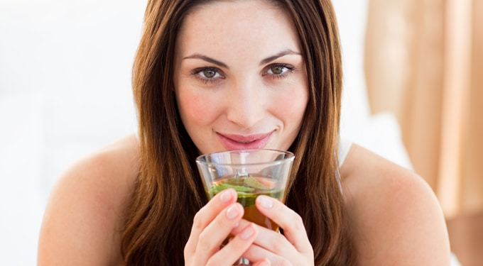 7 szuper gyógynövényes tea, amit kötelezővé kellene tenni a nők számára