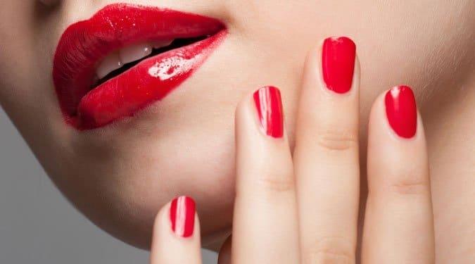 9 profi tipp, hogy a körömlakkod sokáig ép maradjon