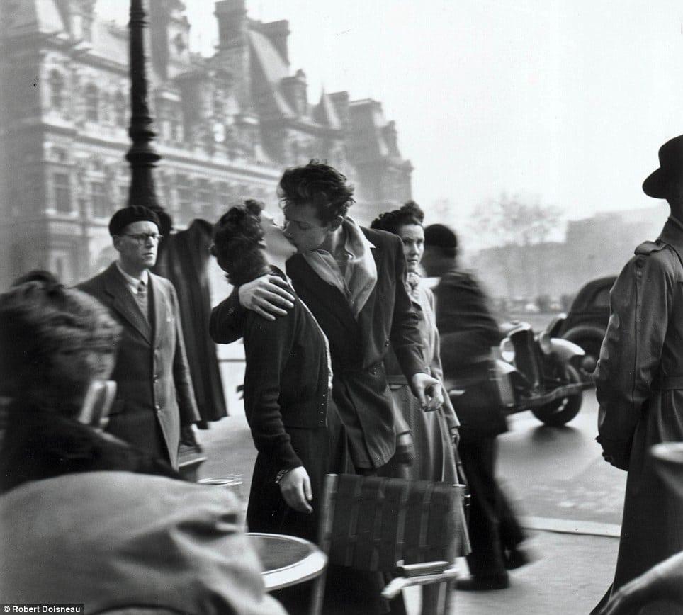 A fényképész, aki egy szebb világot látott – Ismerd meg Robert Doisneau utcai fotóit!