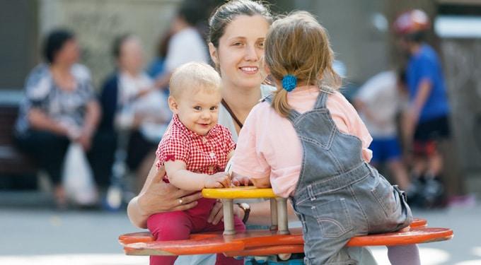 A játszótéren szocializálódnak az anyukák!