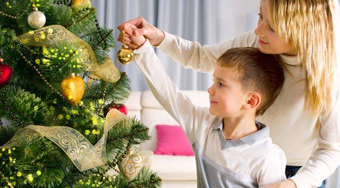 A karácsonyfa díszítése. 20 tipp