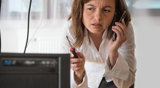 A nő és a technika, avagy miért nem boldogulunk a kütyükkel?