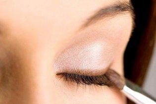 A szemhéjfesték alkalmazásának művészete