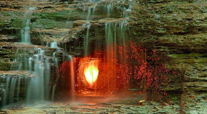 A természet csodája: 7 tűz, ami örökké ég