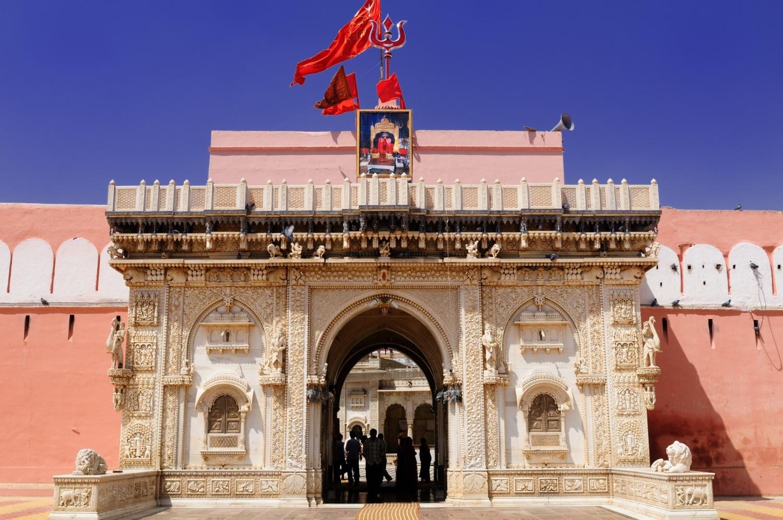 A város, ahol templomot emeltek a patkányoknak – Ismerd meg Karni Mata titkát!