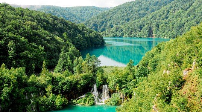A világ egyik legszebb tórendszere a szomszédban – a Plitvicei-tavak