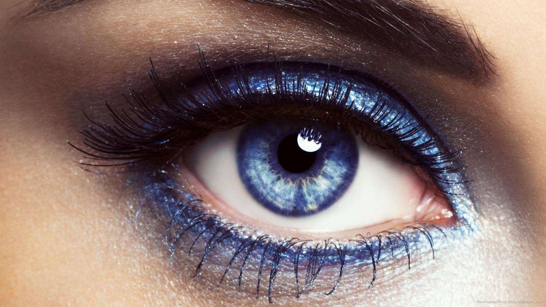 Az év, amikor visszatér a kék szemhéjpor! Sminktrend előrejelzés 2016-ra