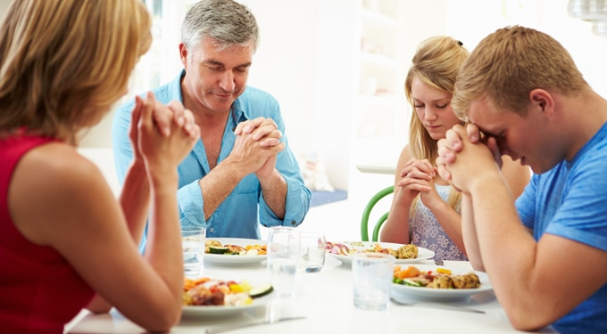 Az asztali áldás testi és lelki előnyei