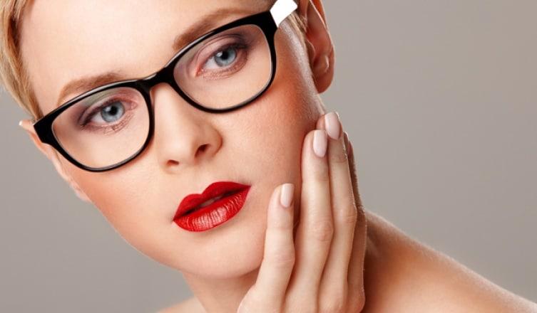 8 szuper sminktipp szemüvegeseknek