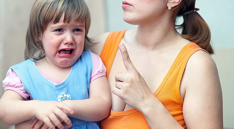 Botrányos gyermekbántalmazás a bankfiókban