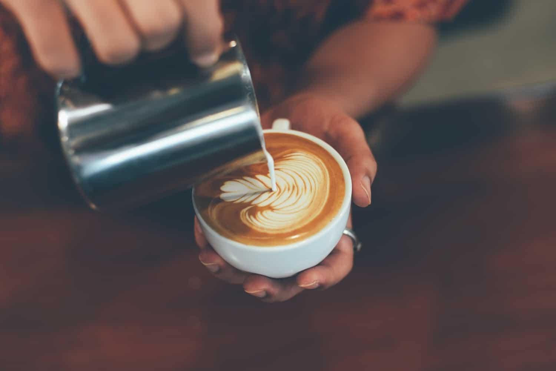 Cappuccino, latte macchiato és társaik – Tudd meg, pontosan hogyan készülnek!