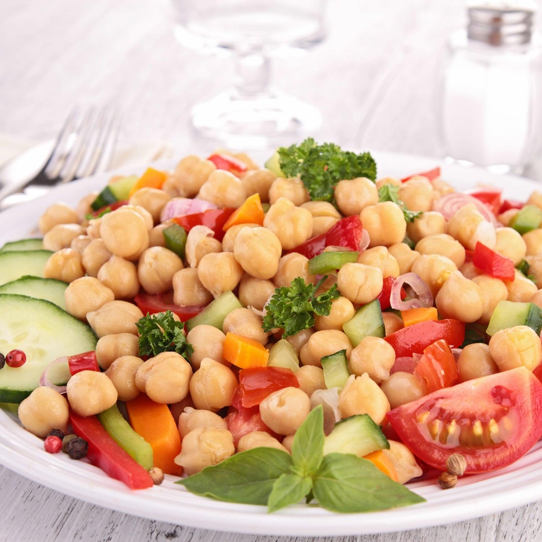 Csicseriborsó salátával