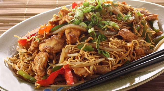 Csirke Chow Mein – kínai zöldséges, húsos tészta