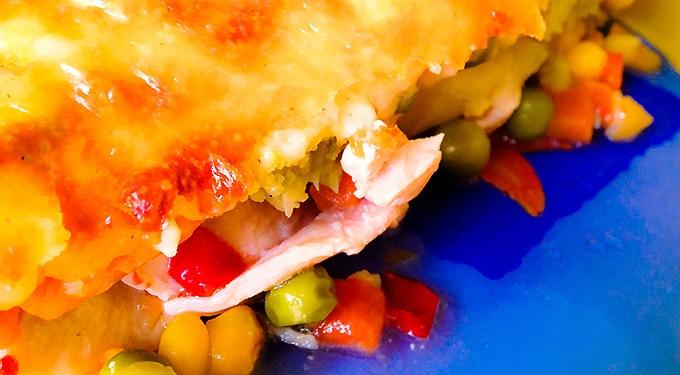 Csirkemell sajtos zöldségpaplan alatt