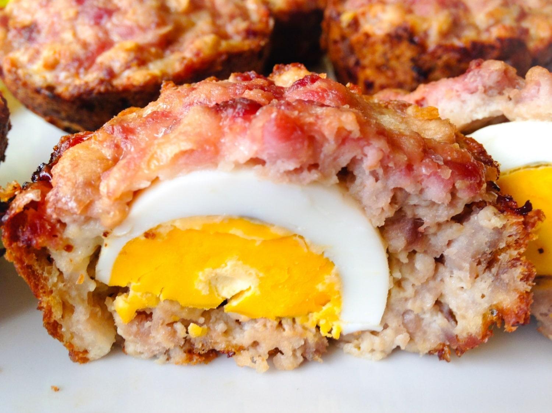 Darált húsos, főtt tojásos muffin