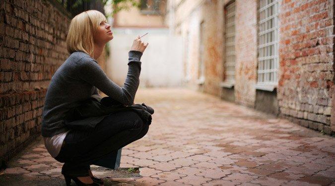 Dohányzás a szórakozóhelyeken kívül