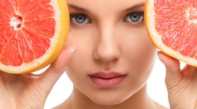 Egy gyümölcs, 7 szépségtipp: így használd a grapefruitot hajon, bőrön, ajkakon