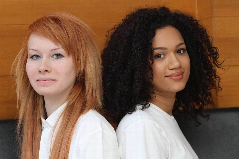 Elhinnéd, hogy ikrek? Ilyen gyönyörű lányok születtek fekete anyukától és fehér apukától
