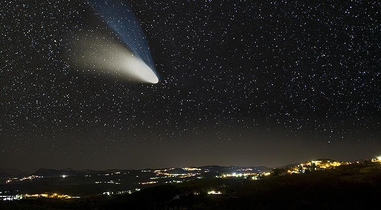 Emberi arcot láttak az üstökösön! Ez a magyarázat a különös jelenségre