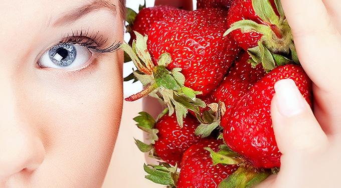 Epres diéta felturbózva: lapos has eperrel és rebarbarával
