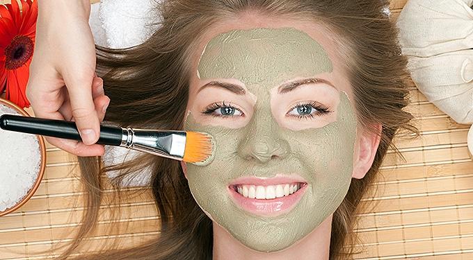 """Erre jó az arcpakolás: bőrtisztító, hidratáló, frissítő és """"hámozó"""""""