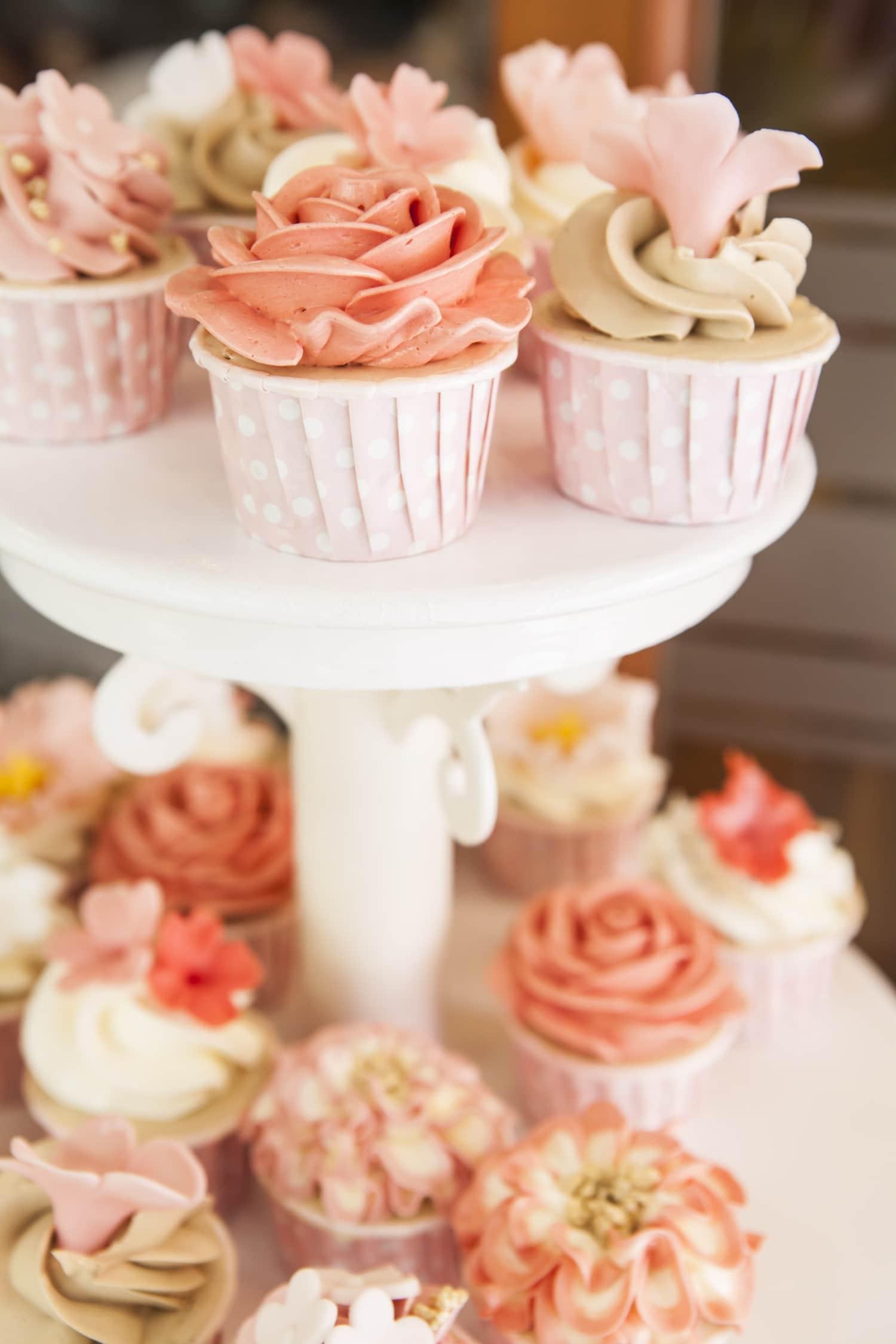 Esküvői torta inspirációk – 10 álomszép ötlet menyasszonyoknak és álmodozóknak